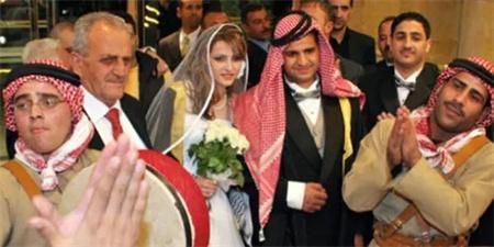 此国男子可娶4个老婆,娶一个奖励10万,女人出轨则被判死刑